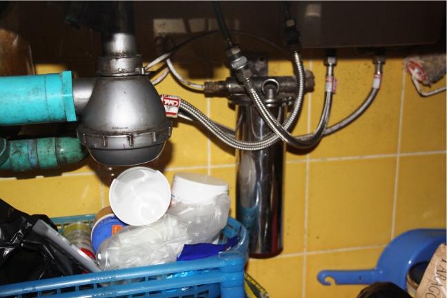 Countertop Dishwasher Bangkok : An undersink system installed in a kitchen in Bangkok